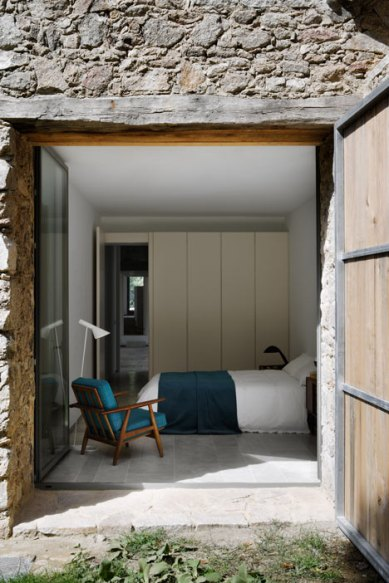 dezeen_Off-Grid-Home-in-Extremadura-by-Abaton_17