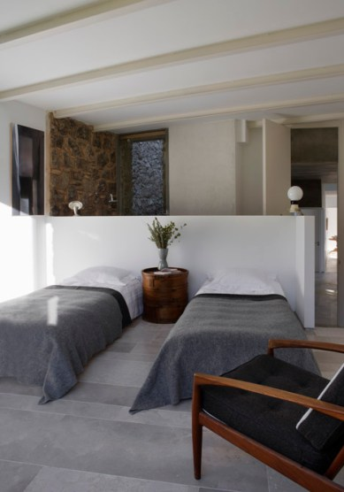 dezeen_Off-Grid-Home-in-Extremadura-by-Abaton_19