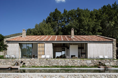 dezeen_Off-Grid-Home-in-Extremadura-by-Abaton_3