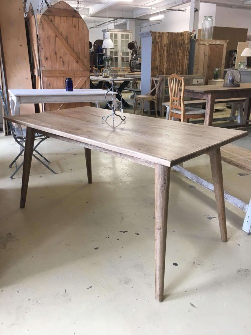 Oak table with a retro twist