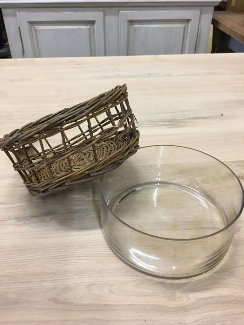 Wicker bowl with a removable glass inner vintage look