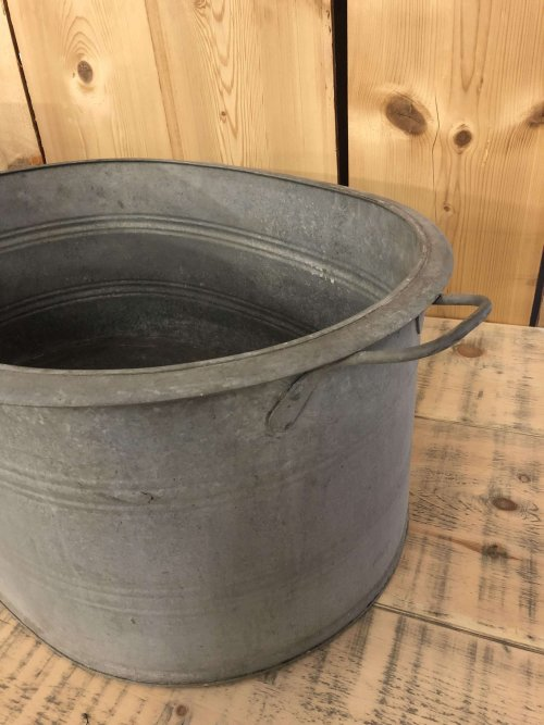 Vintage Galvanised Metal Bath from arkvintage.com. Original galvanised metal bath from Europe. They make fantastic planters, herb gardens. Love vintage look and patina.