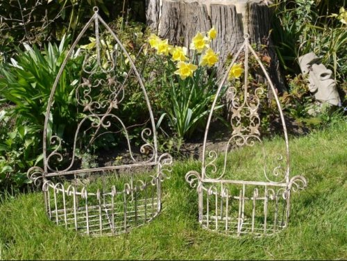 Wall Planters from arkvintage. These hanging metal wall planters come in 2 sizes and will look stunning when planted up with flowers and or herbs etc. Available online now. garden planters metal