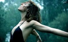 woman-in-the-rain-girl-wallpaper