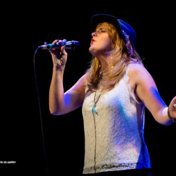 Elles Bailey on vocals