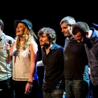 Elles Bailey & her band take their final bows