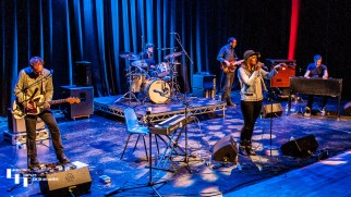 Elles Bailey & her band on stage