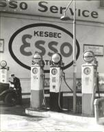 Gasoline Station, Tenth Avenue and 29th Street, Manhattan, 1935. Photo Berenice Abbott. Available at: NYPL Digital Collections.