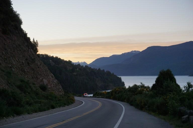 Atardecer desde el Mirador Lago Lácar Ruta 40, ruta de los siete lagos