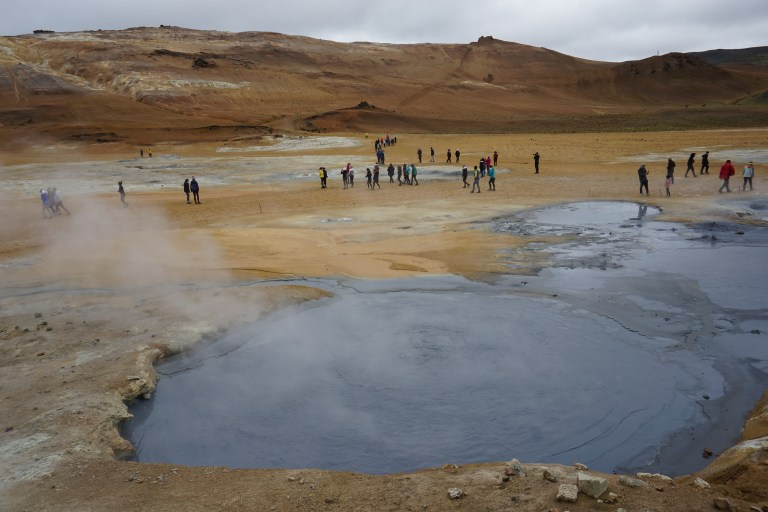 Hverir, área geotermal con en el norte de Islandia