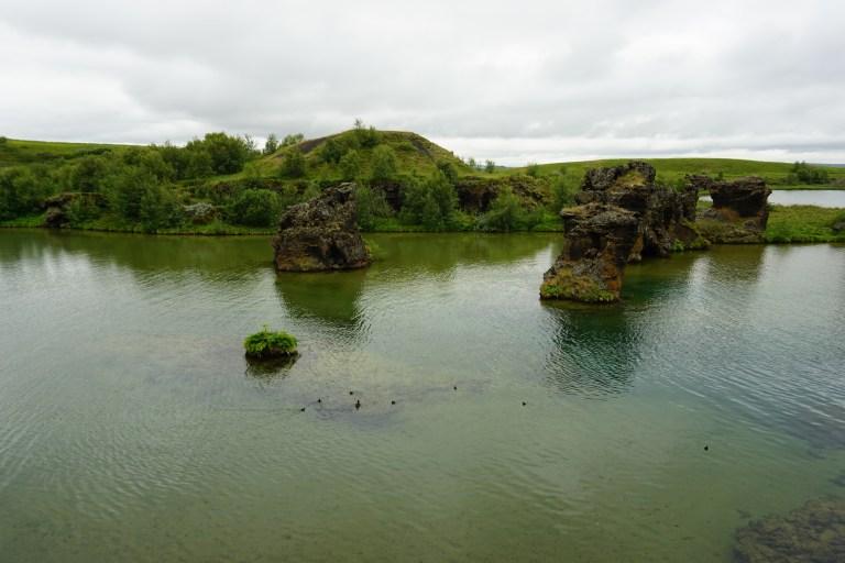 Lago Myvatn con sus formaciones volcánicas