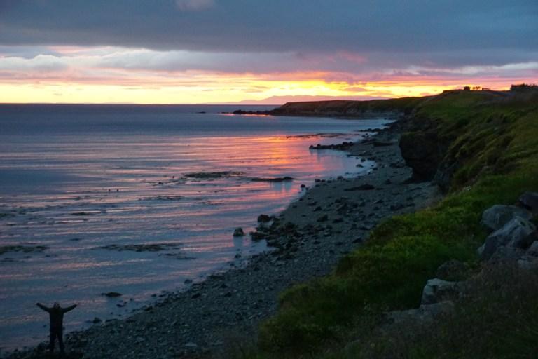EL paisaje frente al camping en la península Snaeffelles, el mejor atardecer en nuestra ruta por Islandia.