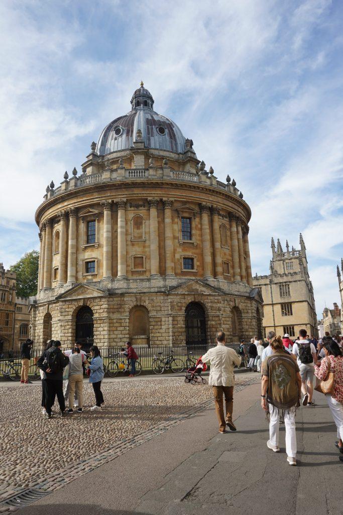 Radcliffe Camera, el icono de la ciudad universitaria, entre los imperdibles que ver en Oxford.