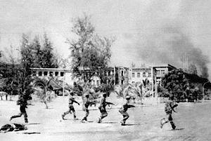 Vietnamští vojáci vstupují do Kambodžského města Phnom Penh