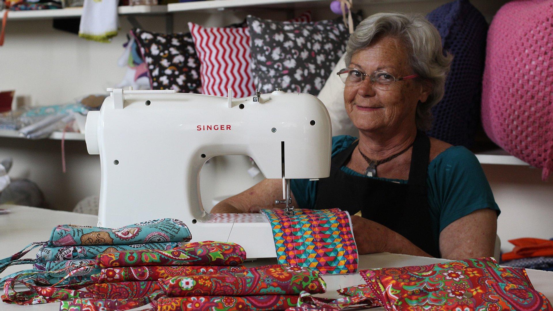 Singer realiza doação de máquinas de costura ao Armazém das Oficinas