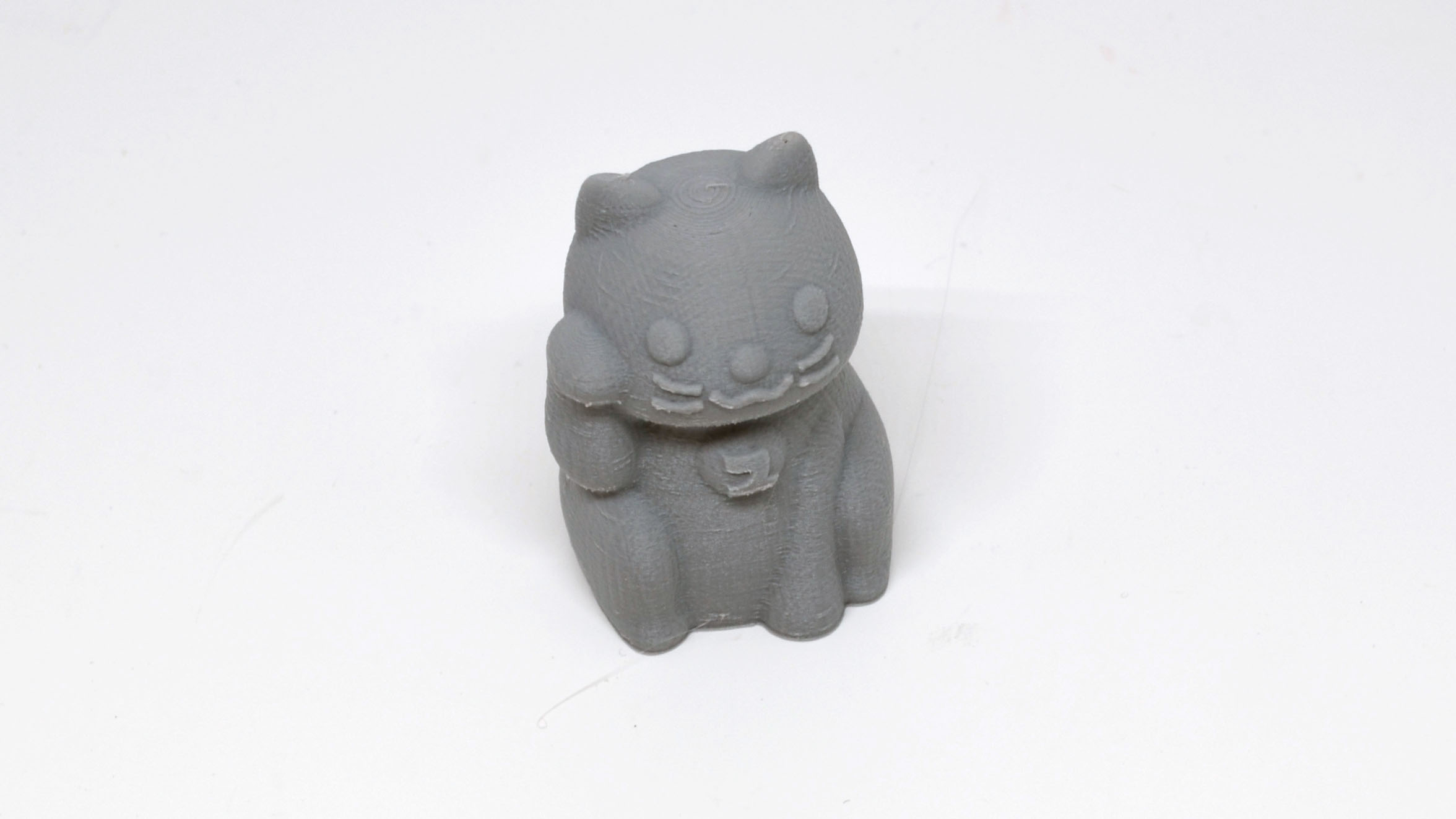 A closer look at the fortune cat.