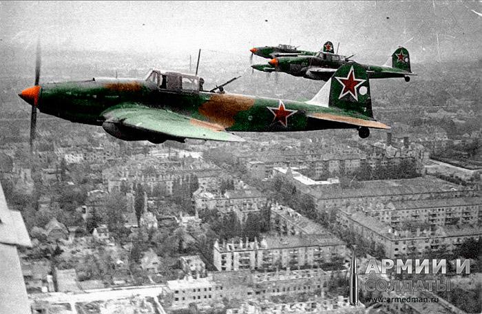 Советские-штурмовики-Ил-2-над-Берлином