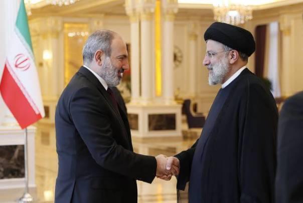 Armenian PM, Iranian President discuss uninterrupted organization of cargo transportation