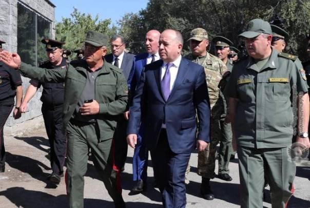 Defense Minister of Armenia pays tribute at Yerablur military pantheon