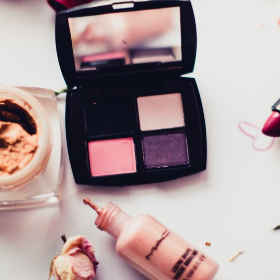 Make up, Estee Lauder eye shadow palette