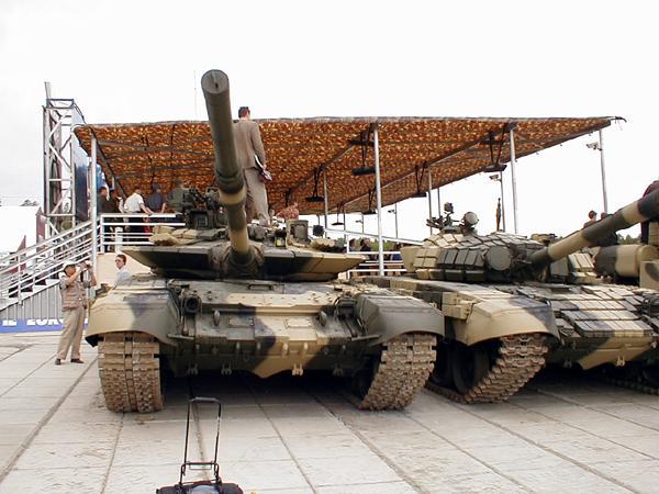 T-72M1M junto a un T-72BV, dos estados evolutivos que muestran el potencial que puede alcanzar este noble tanque.