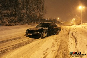 BMW E38 sitting in some snow
