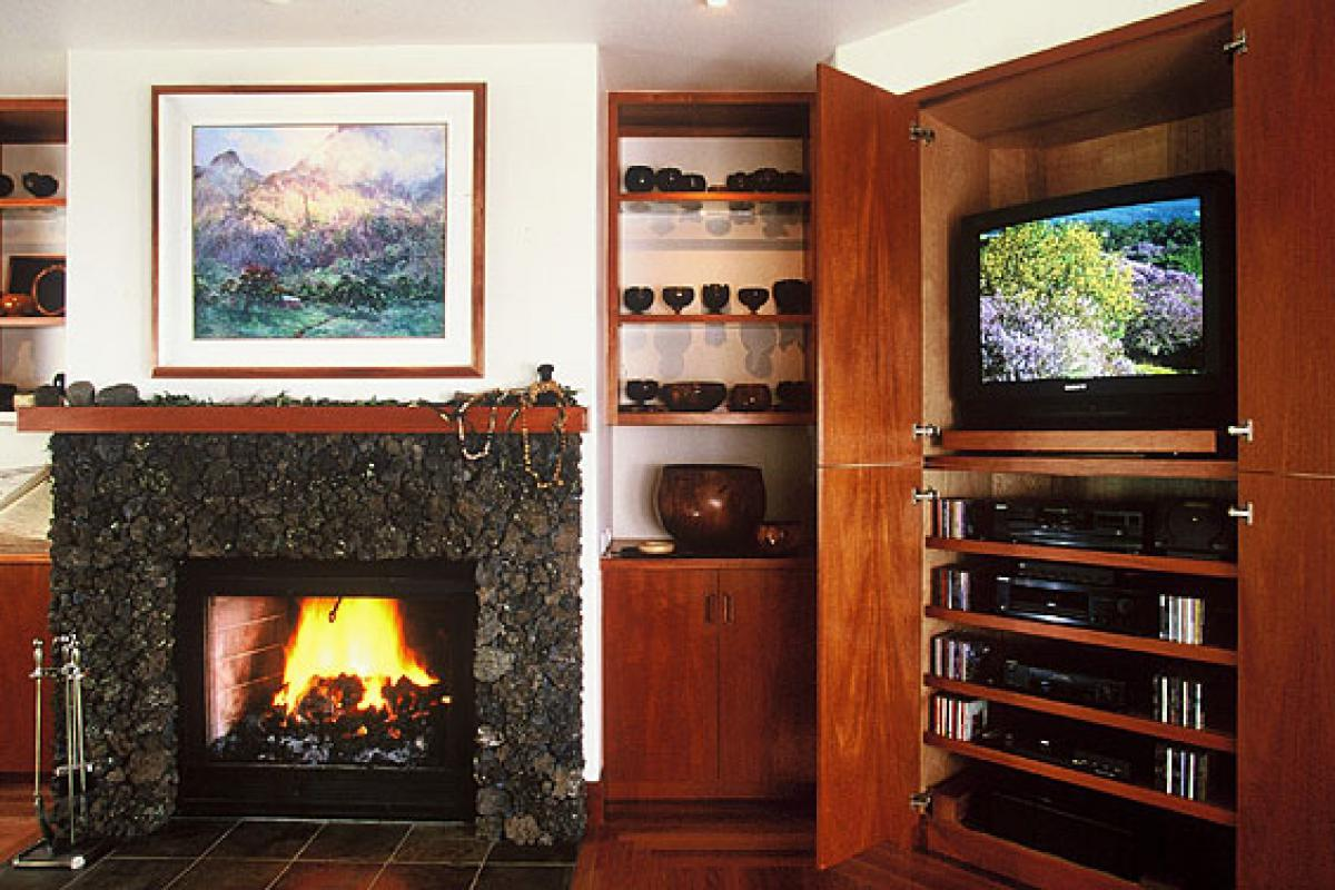 Upcountry home fireplace__optimized