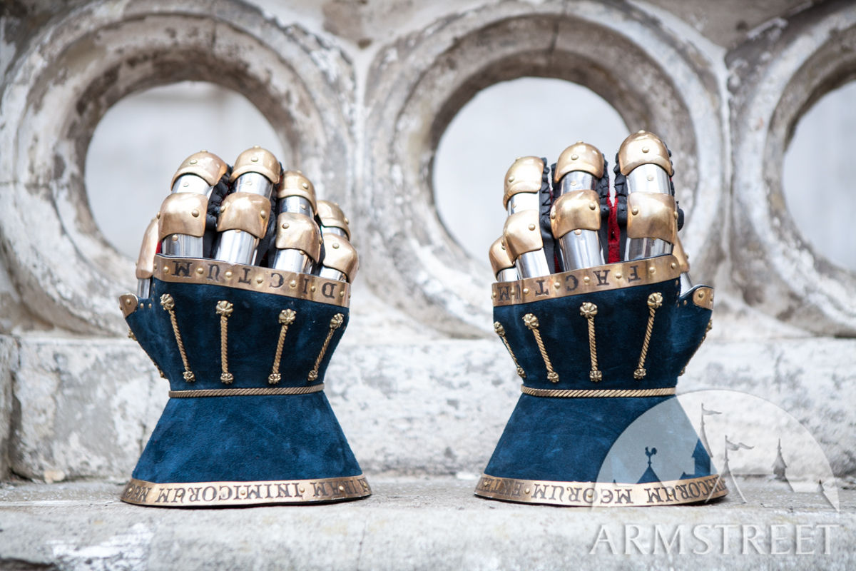 Knights gauntlets hourglasses with Leather Exterior The