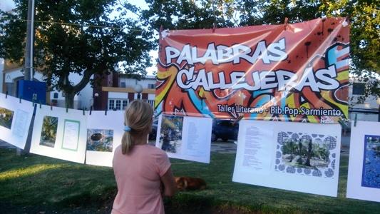 El taller literario coordinado por Stella Micelli presentó su producción en la plaza San Martín.