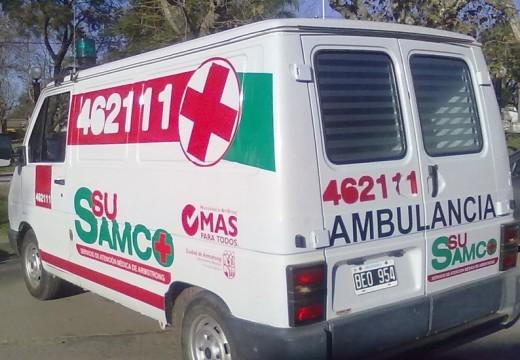 Armstrong. Joven descompuesto en la ruta es trasladado al SAMCo en la caja de un móvil policial.