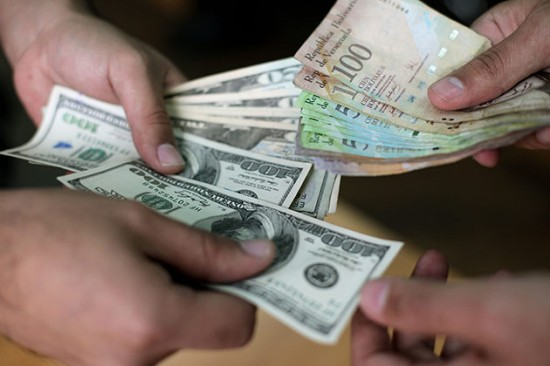 economia-dinero-dolares-bolivares-550x366