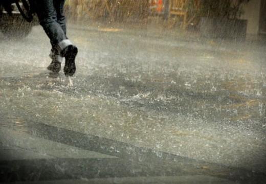Sobre Ruta Nacional 178 y Ruta Nacional 9 está trabajando personal de Seguridad VIAL, debido a la gran cantidad de agua caída.
