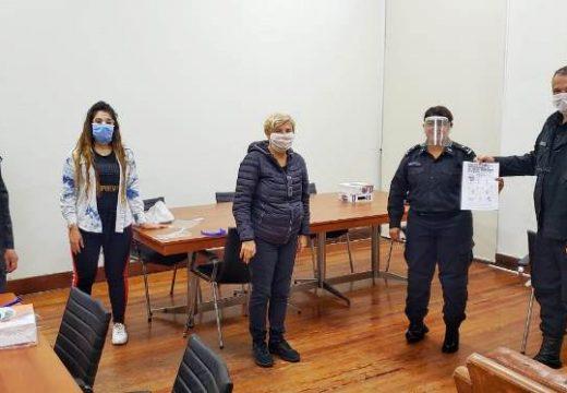 La intendenta Clerici entrego máscaras faciales a Bomberos y Policías.