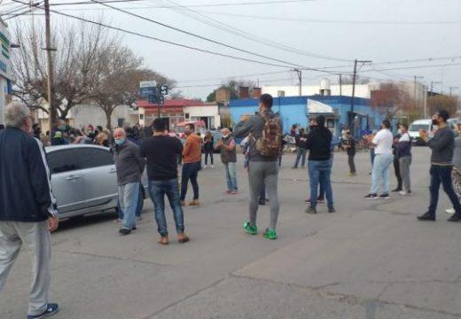 """Marcos Juarez; """"Yo quiero trabajar, nada mas"""": Protesta de los comerciantes"""