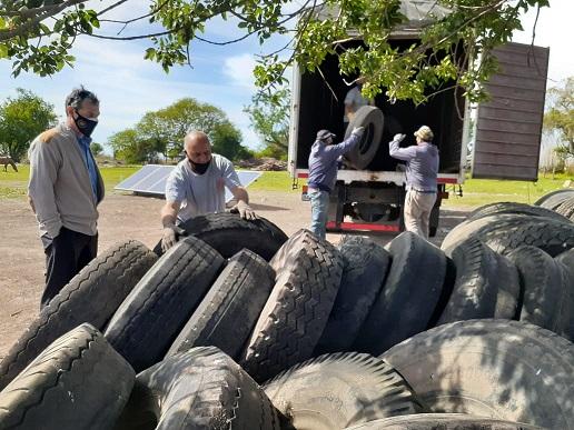 Primer envío de neumáticos para reciclar.