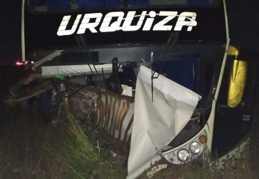 Leones. Un fallecido tras choque de colectivo con pasajeros y automóvil en ruta n°9.