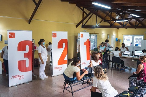 Armstrong. Hoy 99 docentes y personal no docente recibió la  primera dosis de vacuna contra covid 19.