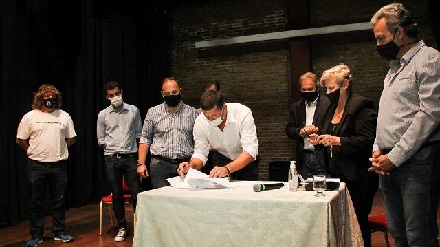 Clérici junto a Capitani y Mirabella entregó aportes a clubes dentro del Plan Incluir.
