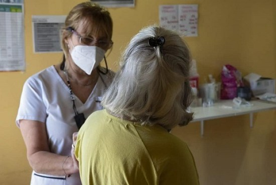 Vacunar y testear; sabemos que es el camino.