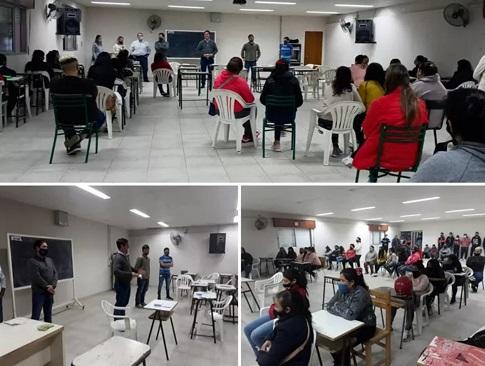 Las Rosas: participantes de los cursos «Santa Fe +» recibieron las tarjetas para el cobro de becas.