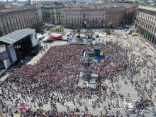 What a view of the crowd in the Piazza del Duomo