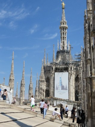 Walking on the roof of the Duomo Milano