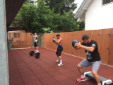 <h5>BOXFIT Mittags Training </h5><p>Mo, Mi & Fr: 12:00 - 13:00 Uhr, Di & Do: 18:30 - 19:45 Uhr, Fr. 18:00 - 19:15 Uhr, Sa: 10:00 - 11:00 Uhr																																																																																																																																																																																																																																																																																																																																																				</p>