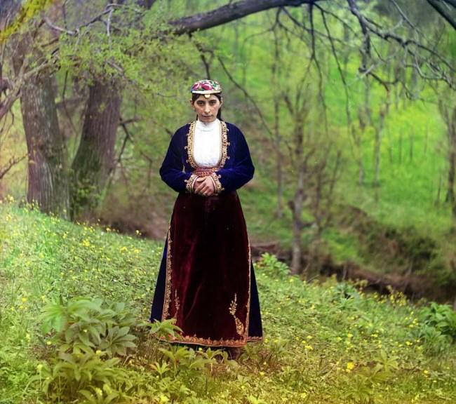 Gruzinka w tradycyjnym stroju