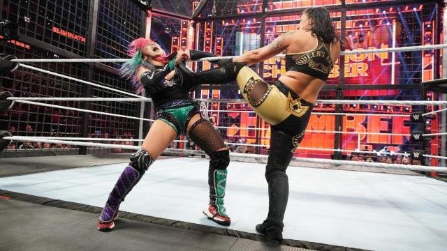 Shayna Baszler kicks Asuka in the face