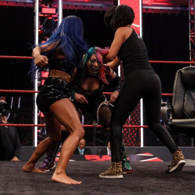Sasha Banks and Bayley try to beat up Asuka