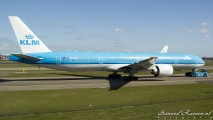 KLM Boeing 777-300 PH-BVA op Schiphol. Hét vliegtuig!