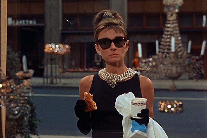 Одри Хепберн с кофе
