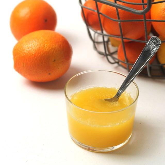 Jednoduchá pomerančová želatina připravovaná zastudena