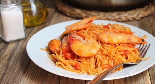 Fideua, jednoduchý recept s mořskými plody podobný paelle